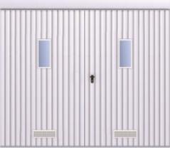 Brama przesuwna podwieszana dwuskrzydłowa wypełniona blahą T-10, układ wypełnienia pionowy, brama zokienkami wukładzie pionowym orazzkratką wentylacyjną skal